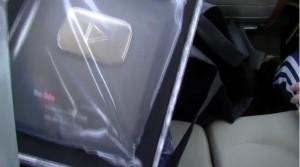 きりざきえいじ桐崎栄二が銀の再生ボタンを売って買った結果…衝撃の結末が!03